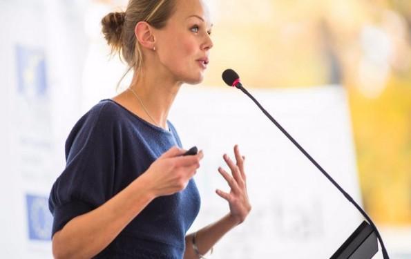 20160303162410-businesswoman-speaker-speech-presentation-meeting-conference-talk-seminar-guest